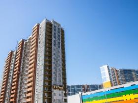 Строительство жилого дома на Нижне-Каменской улице подходит к завершению.