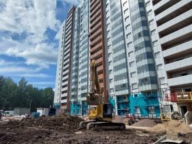 Продолжаются работы по подготовке к сдаче жилого дома на Нижне-Каменской улице.
